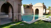 Charming villa with swimming pool jg0512