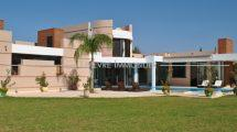 Superb modern villa with pool VTEA81216